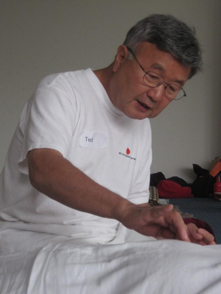 Tetsuro Saita hat Zen Shiatsu zum Shin So Shiatsu weiterentwickelt